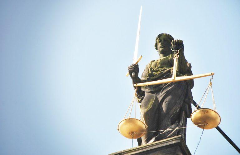 procesy bez prokuratorów